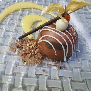 Cpula de Pralin rellena de chocolate y cookies