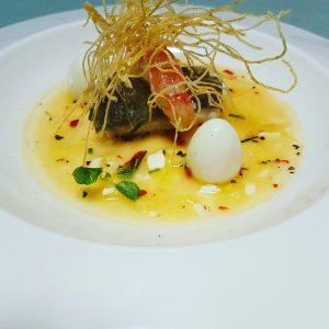 Gazpacho extremeo con bacalao confitado y langostinos